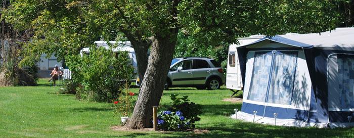 Un emplacement au camping Les Pommiers