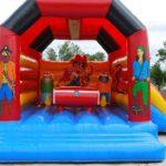 Activité jeux enfants camping, château gonflable